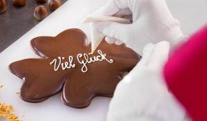 Verschiedene Schokoladenkurse und Pralinenkurse für Einsteiger in der Viba Erlebnis-Confiserie Dresden