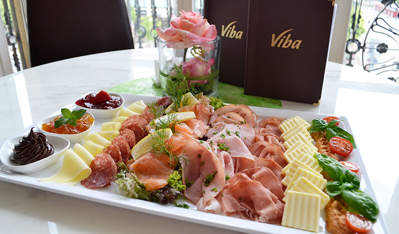 Frühstücksplatte im Restaurant in der Erlebnis-Confiserie Dresden